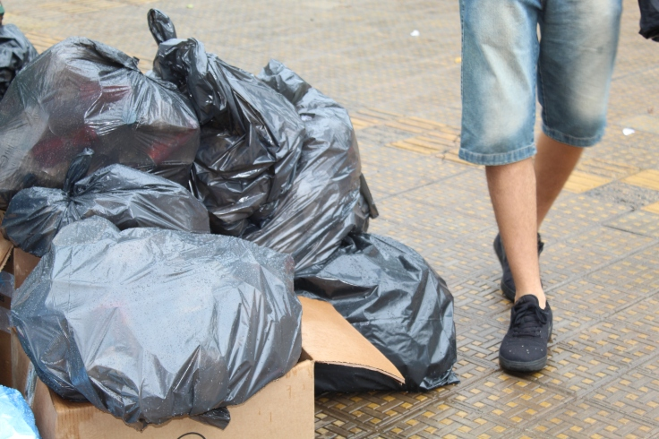 Em média, são recolhidas 25 toneladas de materiais recicláveis por mês na UFU - FOTO_ Cássio Lima